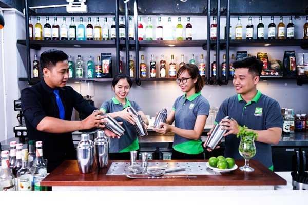 học viên khóa bartender